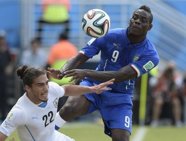Mario Balotelli bei der FIFA WM gegen Uruguay. AFP PHOTO/ DANIEL GARCIA