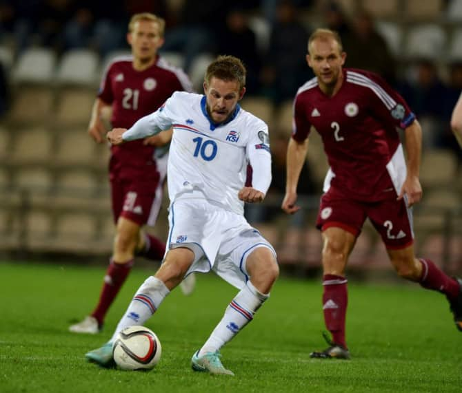 Der Isländer Gylfi Sygurdsson beim Spiel gegen Litauen am 10.Oktober 2014. AFP PHOTO/ ILMARS ZNOTINS