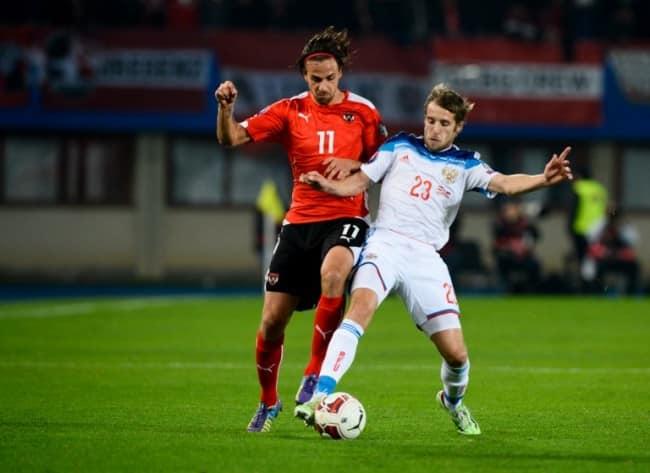 Russlands Dimitri Kombarov (R)und Österreichs Martin Harnik (L) in der EM 2016 Qualifikation. AFP PHOTO / CHRISTIAN BRUNA