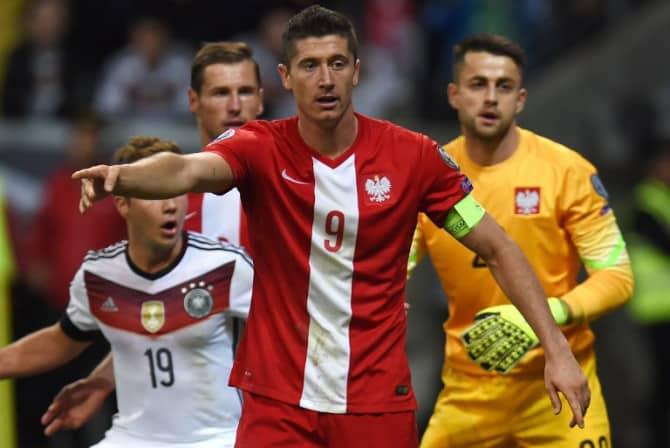 Polens Robert Lewandowski in der EM 2016 Qualifikation gegen Deutschland. AFP PHOTO / PATRIK STOLLARZ
