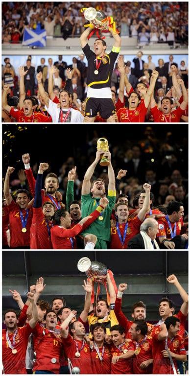 Der Spanier Iker Casillas (C) hält den Pokal der Euro 2008, den Weltcup-Pokal am 11.July 2010 in Johannesburg und den Pokal der Euro 2012 in Kiev. AFP PHOTO / OLIVER LANG/JAVIER SORIANO/FRANCK FIFE