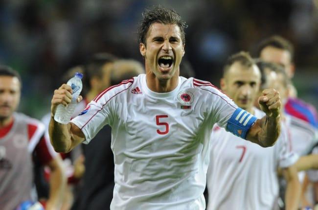 Albaniens Lorik Cana feiert die EM 2016 Qualifikation. AFP PHOTO/ MIGUEL RIOPA