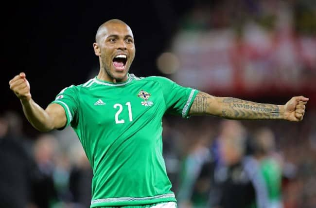 Nordirlands Josh Magennis feiert gegen Griechenland im Windsor Park in Belfast, Northern Ireland, am 8.Oktober 2015. AFP PHOTO / PAUL FAITH