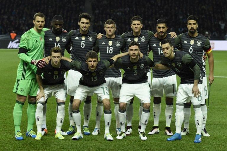 Startaufstellung von Deutschland im neuen Auswärtstrikot