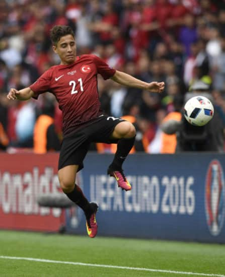 Türkei's junger Stürmer Emre Mor im Länderspiel gegen Kroatien im Parc des Princes in Paris am 12.Juni 2016. / AFP PHOTO / MIGUEL MEDINA