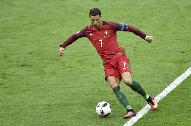 Portugal's Stürmer Cristiano Ronaldo im roten Portugaltrikot im EM-Finale im Stade de France in Saint-Denis, bei Paris / AFP PHOTO / PHILIPPE LOPEZ